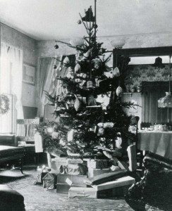 Christmas at 476 Pleasant Street - 1890-1913